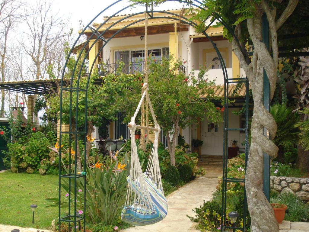 Дом в Агиос Георгиос в деревне недалеко от моря