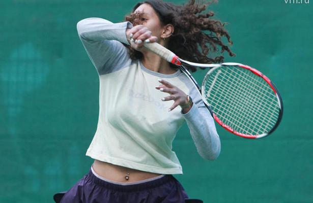Теннисисты российской сборной провели показательную игру подоткрытом небом