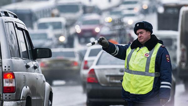 Водителей предупредили оштрафе засмену колеса наобочине