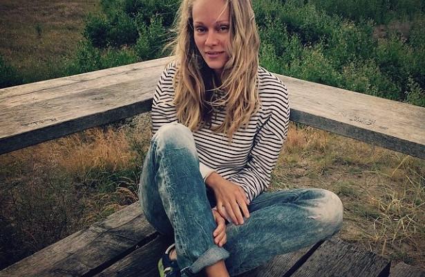 Звезда сериала «Неродись красивой» Ольга Ломоносова опубликовала фото избалетного детства