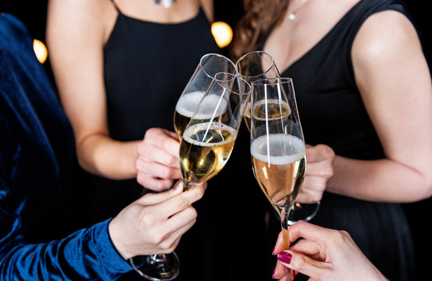 Почему нельзя выливать шампанское