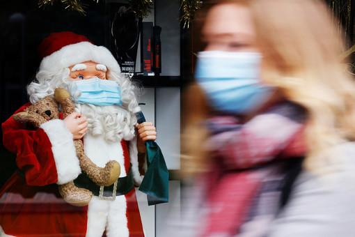 Рядевропейских стран ослабляет карантинные меры перед Рождеством