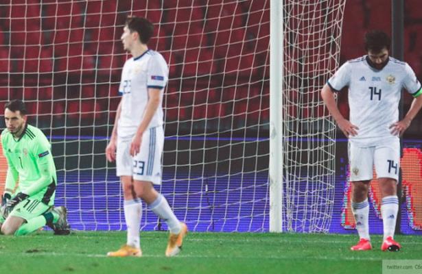 Футболисты сборной России уступили Сербии сразгромным счетом
