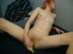 Redhead amature fucks toy