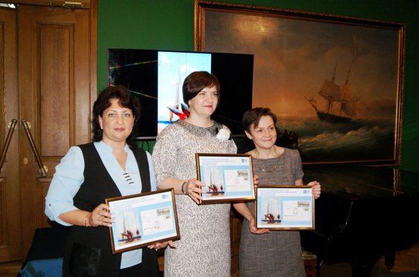 Эксклюзивную открытку коднюобразования Приморской государственной картинной галереи представила Почта России