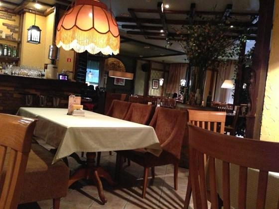 Ресторан Италония - фотография 10 - Зал
