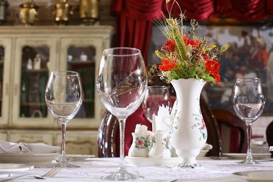 Ресторан Русский дворик - фотография 4 - Деловые и семейные праздники для гостей