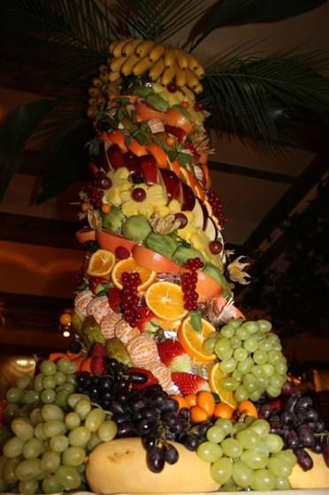 Ресторан Райская трапеза - фотография 7 - Фруктовая башня
