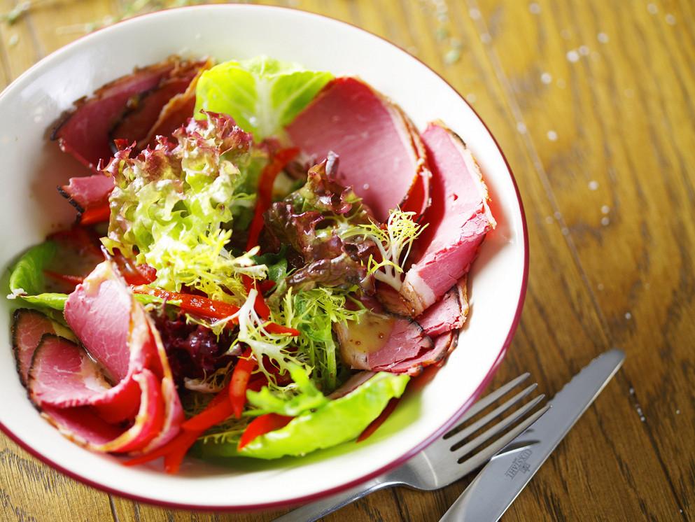 Ресторан Hudson Deli - фотография 2 - Микс салат с пастрами