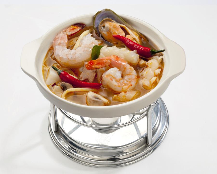 Ресторан Тай Тай - фотография 1 - Тайский суп на огне с морепродуктами и бамбуком