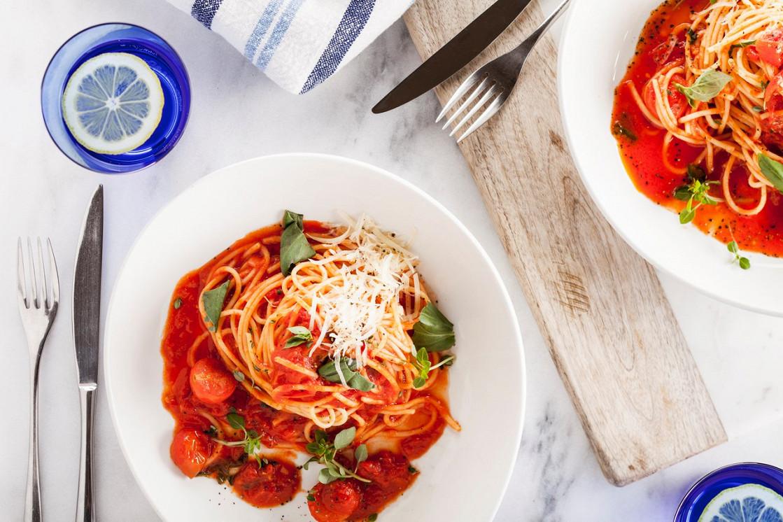 Ресторан Pesto Café - фотография 3 - Спагетти с томатами черри и базиликом.