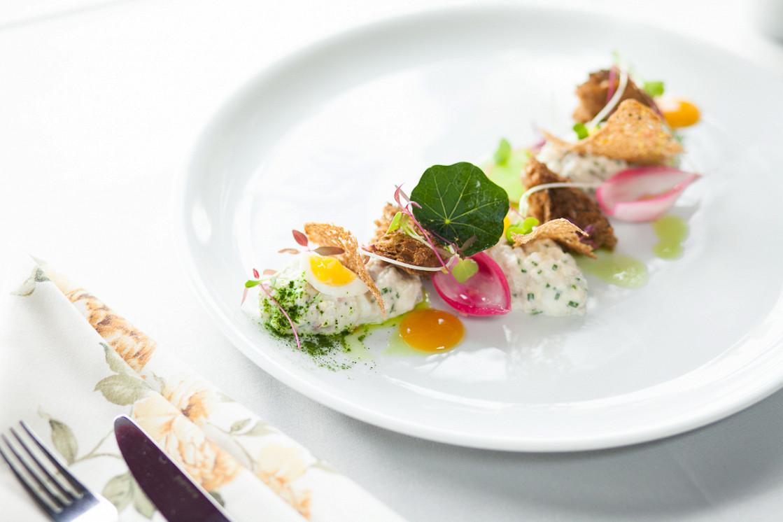 Ресторан Dozari - фотография 19 - Форшмак из сельди и копченой мурманской трески