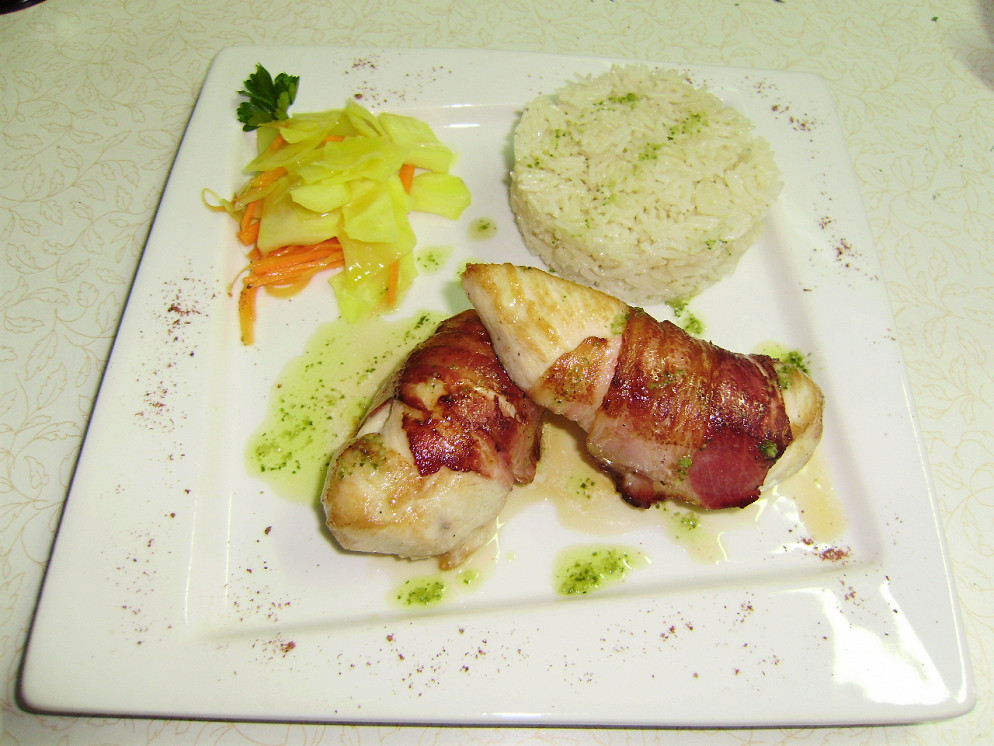 """Ресторан Атриум - фотография 28 - Филе грудки цыплёнка в беконе с рисом """"Басмати"""""""