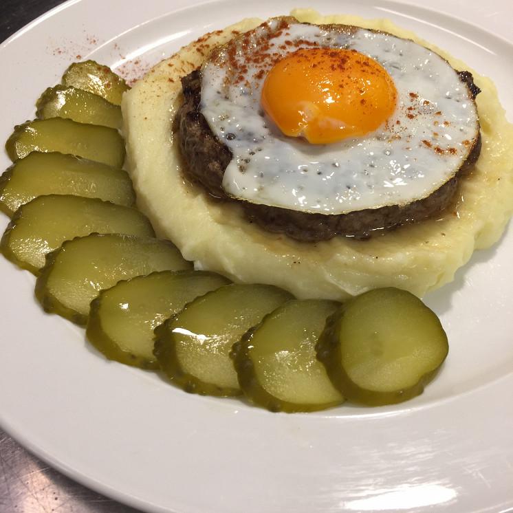 Ресторан Жиробас - фотография 5 - Бифштекс рубленный с яйцом
