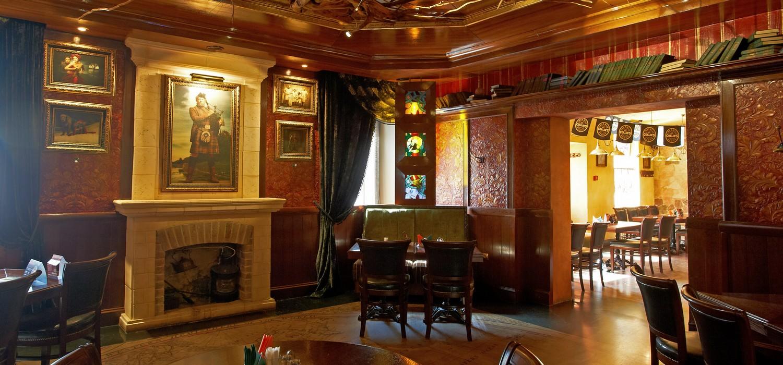 Ресторан Wild Duck - фотография 4 - Второй зал с камином.