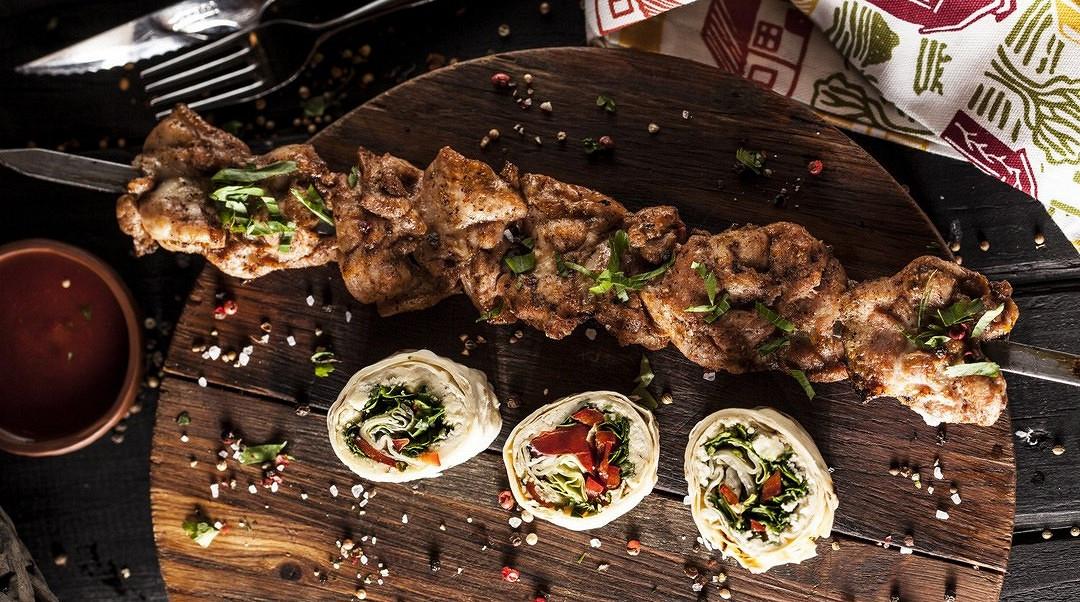 Ресторан Джонджоли - фотография 2 - Шашлык из куриного бедра