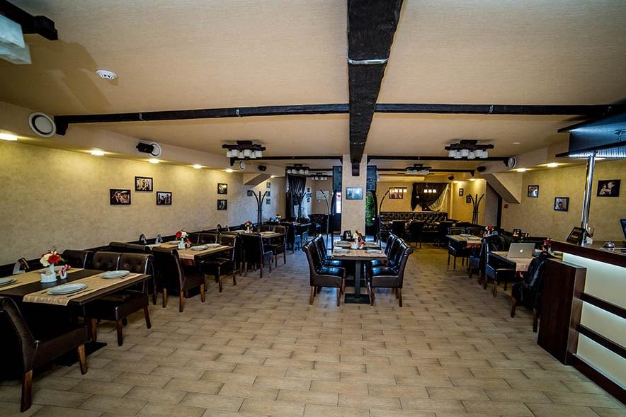 Ресторан 12 стульев - фотография 3
