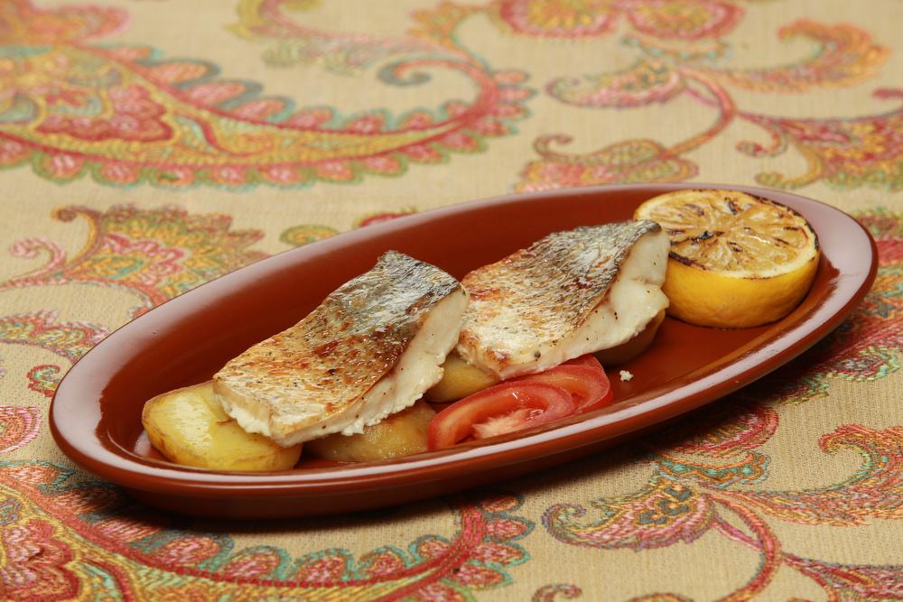 Ресторан Добрыня - фотография 18 - Муксун с запеченным молодым картофелем.