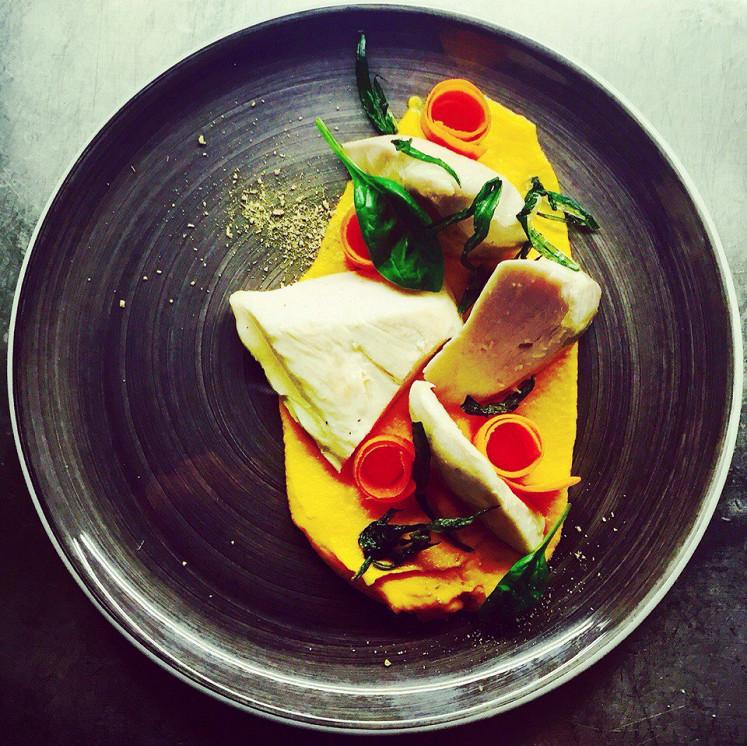 Ресторан Где-то - фотография 6 - куриная грудка с морковным пюре
