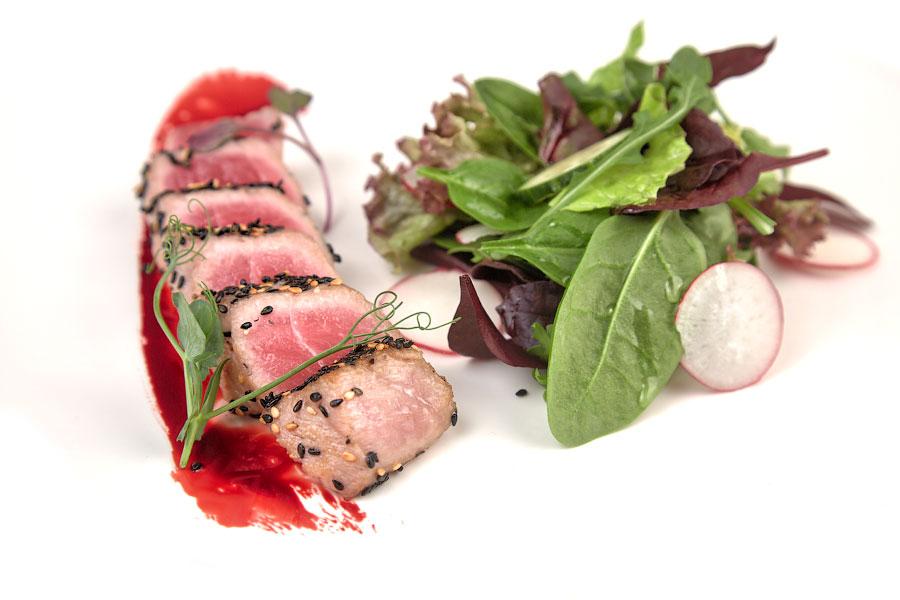 Ресторан Де Марко - фотография 24 - Салат с тунцом.