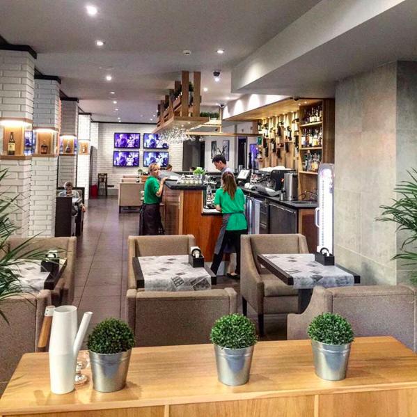 Ресторан Котлета - фотография 10 - Барная стойка