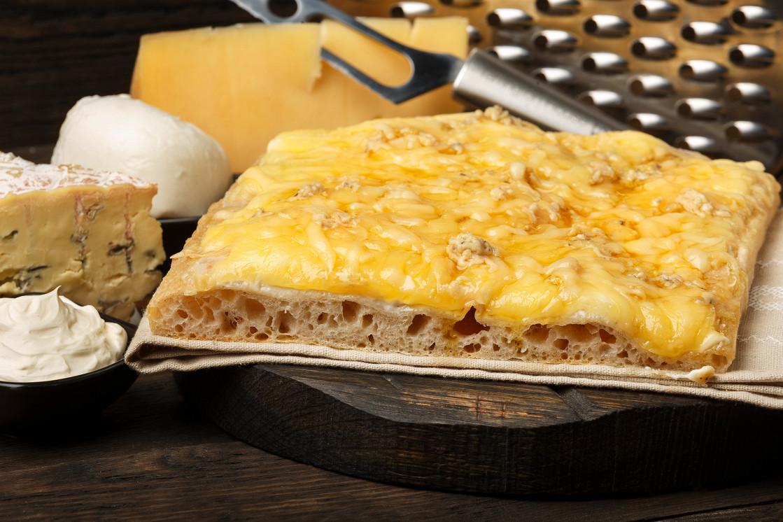 """Ресторан Kvadrat - фотография 5 - Пицца """"4 сыра"""""""