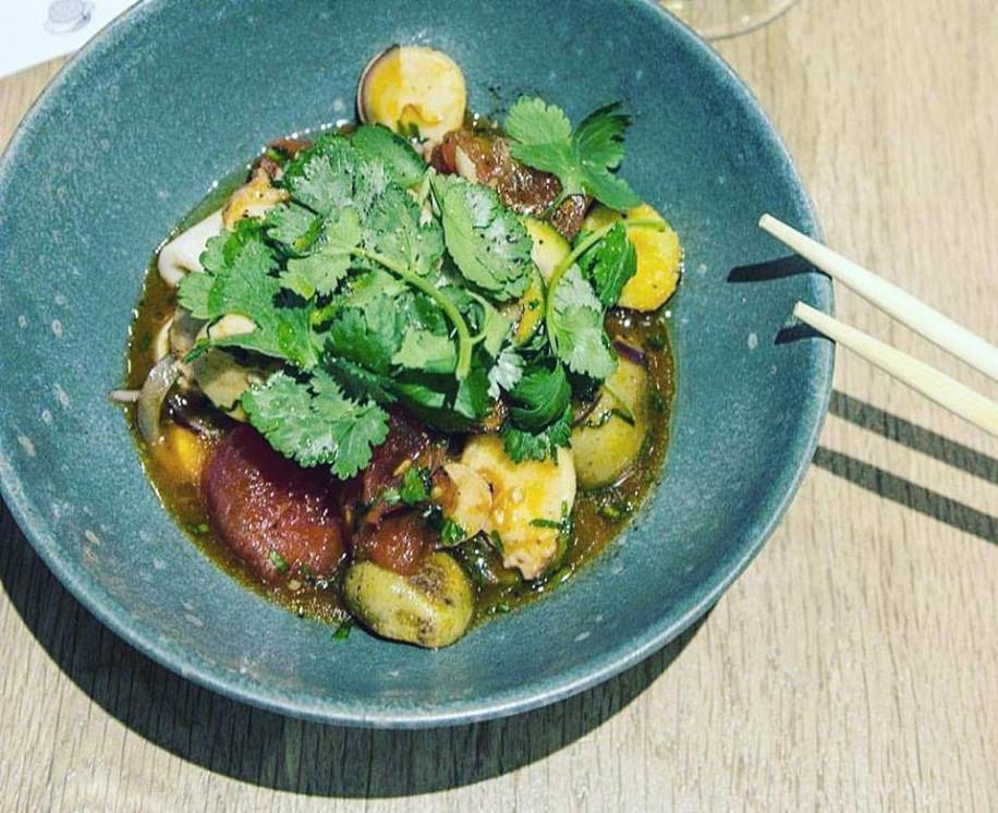 Ресторан Bao + Bar - фотография 3 - Салат с осьминогом