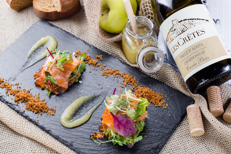 Ресторан Сыр - фотография 3 - Торрета из лосося с яблочным пюре