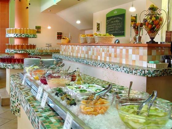 Ресторан Теплица - фотография 3 - Столовая