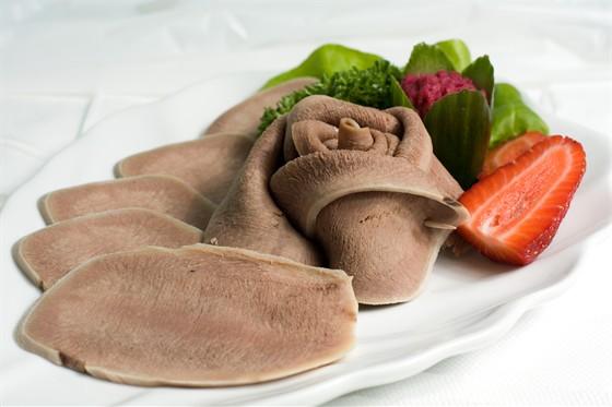 Ресторан Жажда вкуса - фотография 10 - Язык говяжий. Необыкновенно нежный.