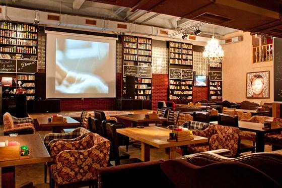 Ресторан Bread & Пит - фотография 6 - Огромный экран