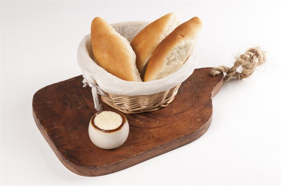 Ресторан Saperavi Café - фотография 47 - Хлебная корзина со сливочным маслом и сванской солью