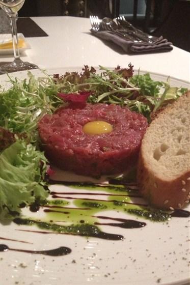 Ресторан Graf-in - фотография 3 - Тар-тар из говядины