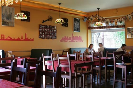 Ресторан Code 011 - фотография 11 - уютный бар