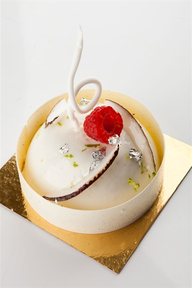 Ресторан Кондитерская «Пушкин» - фотография 10 - Нежной кокосовой муссъ с малiною.