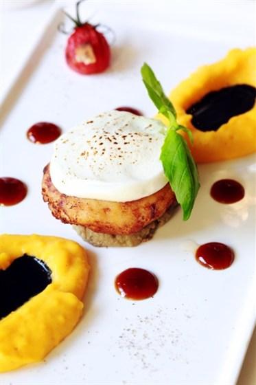 Ресторан Graf-in - фотография 34 - Сочный крабовый кейк с тыквенным пюре, кремом из авокадо и мисо-соусом
