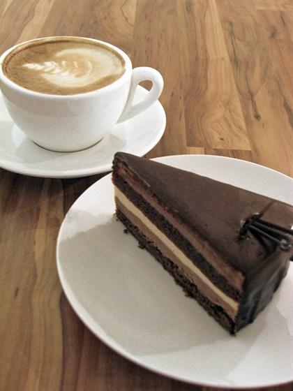 "Ресторан Сэндвич-бар - фотография 5 - торт ""тройной шоколад"""