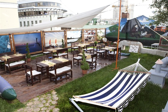 Ресторан Экспедиция. Северная кухня - фотография 19 - Поляна на крыше ресторана
