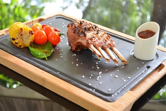 Ресторан Биргарден - фотография 10 - Каре ягненка в новом гриль-меню