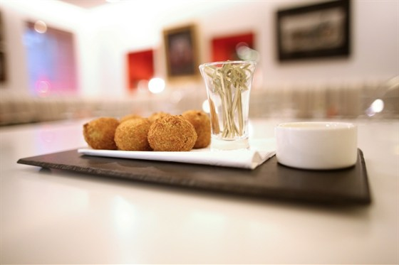 Ресторан Cinq sens - фотография 12 - Биттер боллы