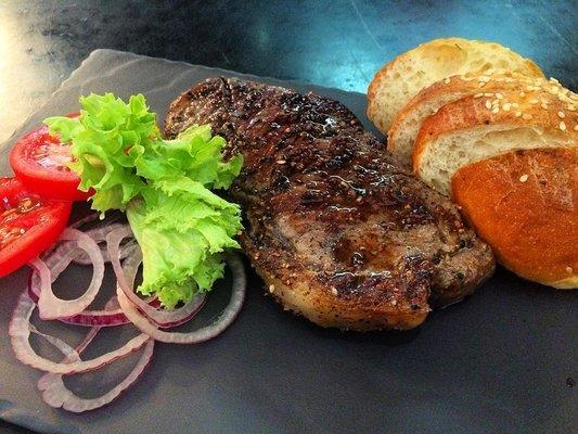Ресторан Burger & Smoke - фотография 1
