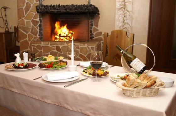 Ресторан Каре - фотография 2 - Зал ресторана Каре у камина