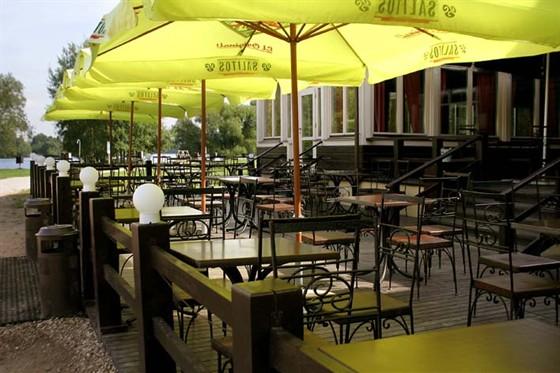 Ресторан Поместье - фотография 9 - Летняя площадка
