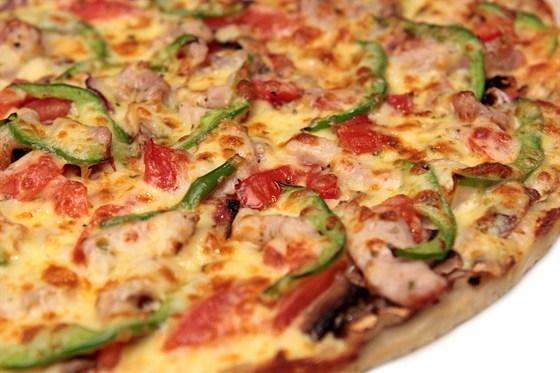 """Ресторан Традиции вкуса - фотография 1 - Пицца """"Порчино"""""""