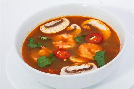 Ресторан Золотой бамбук - фотография 29 - ТОМ ЯМ Тайский суп с креветками, кальмарами, шампиньонами, имбирем, галангалом, лемограссом и зеленью.