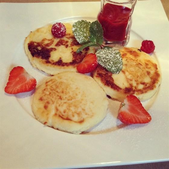 Ресторан Полянка - фотография 2 - Вкуснейшие завтраки! Сырники!!!