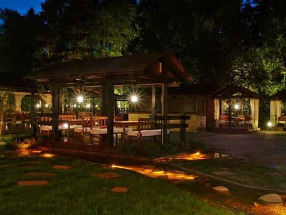 Ресторан Пироговский дворик - фотография 4 - Летняя веранда
