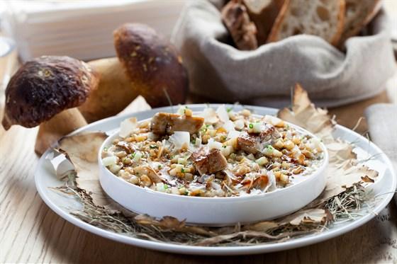 Ресторан Wine Religion - фотография 4 - Ризотто из перловки с белыми грибами и фуа-гра