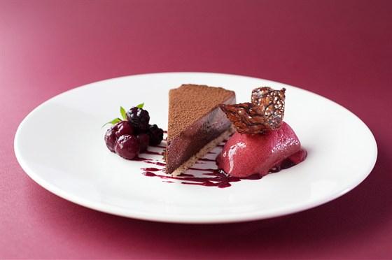 Ресторан 16th Line - фотография 16 - Меню. Шоколадный торт с рагу из ягод
