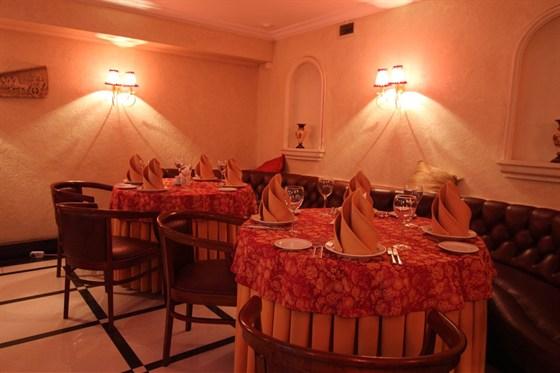 Ресторан Старая усадьба - фотография 4 - Красный зал